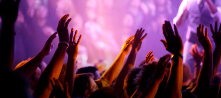 18_worship_hands